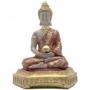 Buda sentado sobre almofada