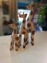 Trio de Girafas em Madeira